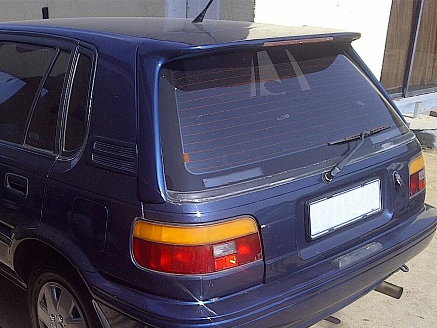 Toyota Conquest/Tazz Long Leg Roofspoiler with Brakelight