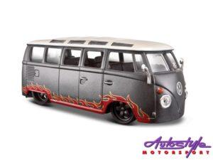 1:25 VW Van Samba-0