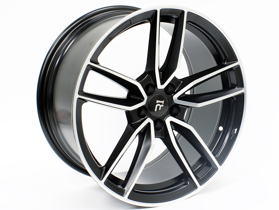 18″ R-Line MC-36 5/100 Black achined Face Alloy wheels